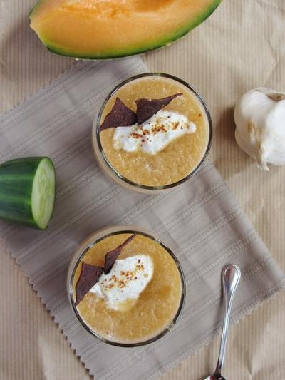 Soupe froide de melon,  fromage de chèvre frais, chips de viande {Battle Food #22}