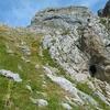 Passage près d'une grotte
