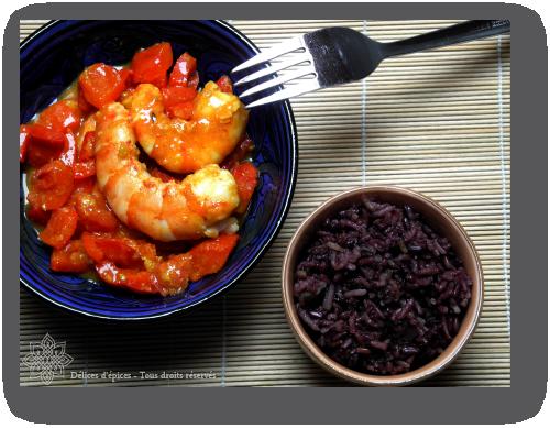Gambas aux poivrons épicés, riz pulao violet au piment d'Espelette