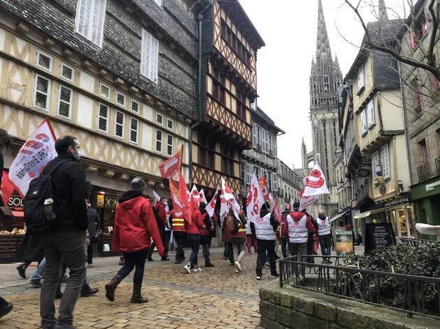 Le cortège a pris la direction de l'EPSM de Quimper (Finistère), après un rassemblement sur le parking de la Providence.