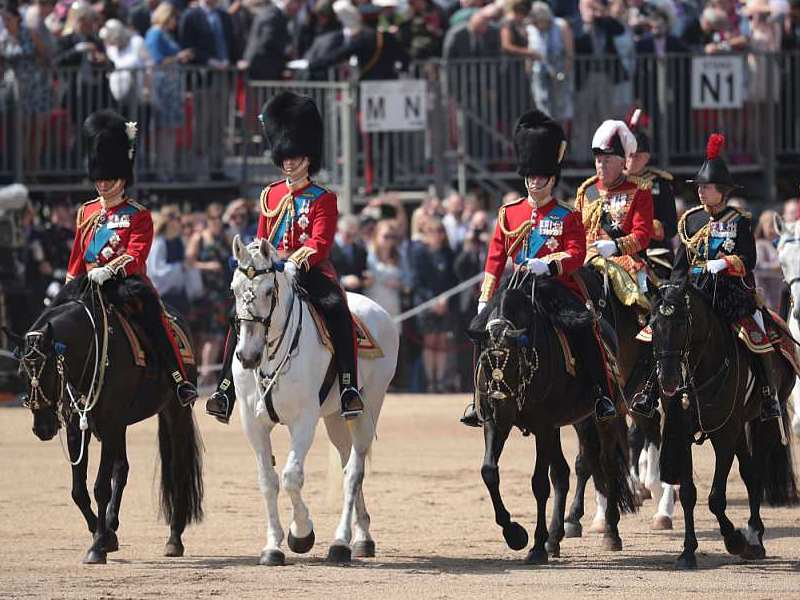 Trooping the colour (arrivée)