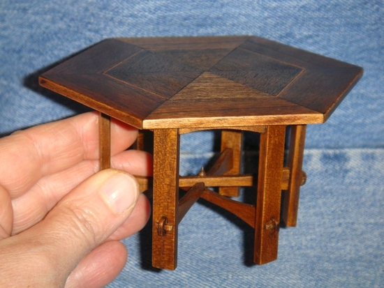 table hexagonale gustav stickley