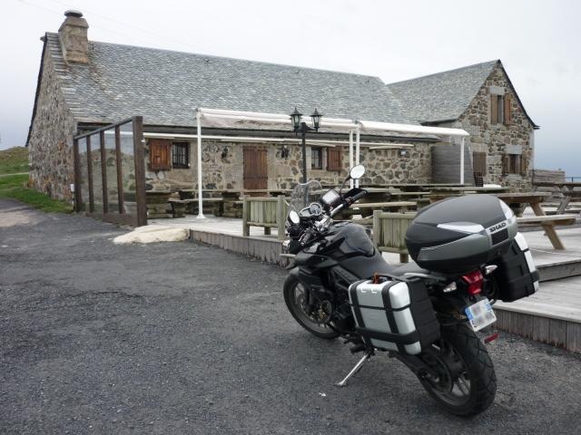 Balade de printemps en aubrac moto et jonquilles for Buron de born