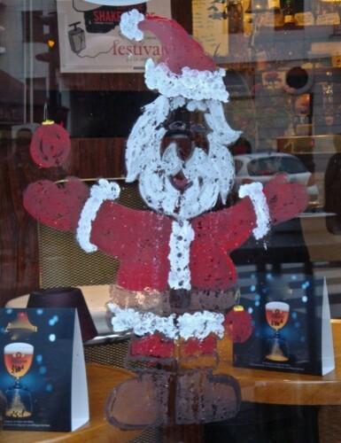 Père Noël en vitrine café 9