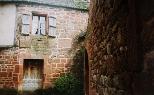 Limousin : Collonges la Rouge, un petit village médiéval authentique