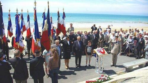 Inauguration d'une plaque à la mémoire de six jeunes soldats dans la Manche