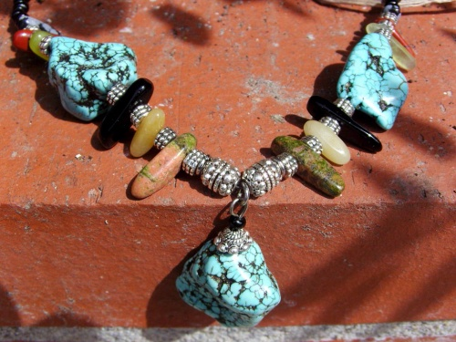 Collier en pierres semi précieuses réalisé par Sylvie Le Brigant Créatrice en Touraine