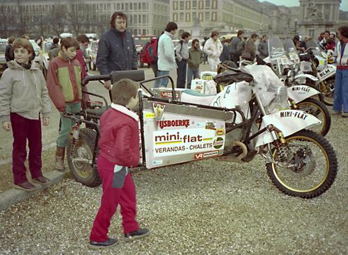 À Versailles, Louis XIV reçoit le Paris-Dakar 85