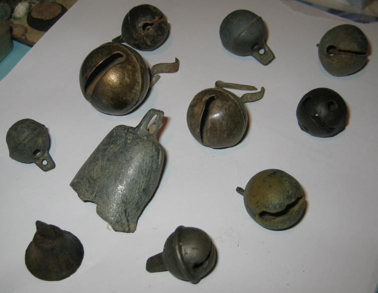 11 grelots et cloches trouvés en détection