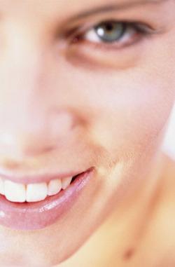 Effacer des défauts de la peau ou des grains de beautés