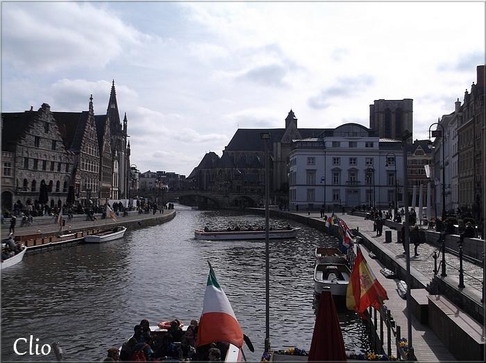 Gand : les 2 quais du port médiéval : le Graslei et le Korenlei