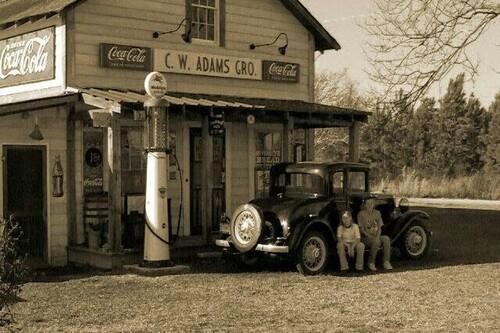 02 - L'automobile, les stations service, en noir et blanc