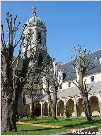 Cloitre St Melaine-Mai08-6