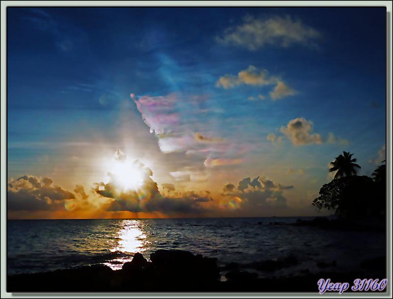 Coucher de soleil Plage du Raira Lagon : pas terrible mais bizarre ! - Rangiroa - Tuamotu - Polynésie française