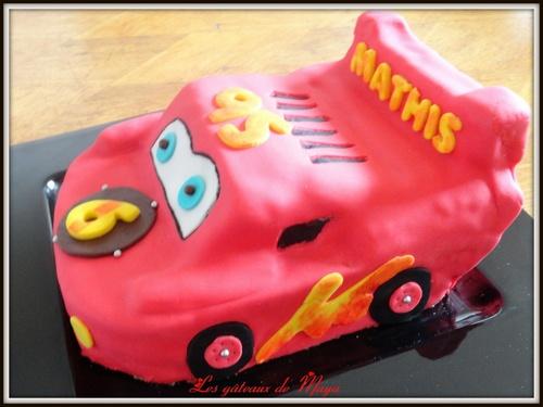 Gâteau d'anniversaire FLASH ! Décors en pâte à sucre