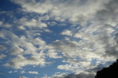 De beaux  nuages blancs