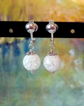 Boucles clips quartz craquelé 10mm, Plaqué argent / White crackle quartz 10mm ball earrings silver plated