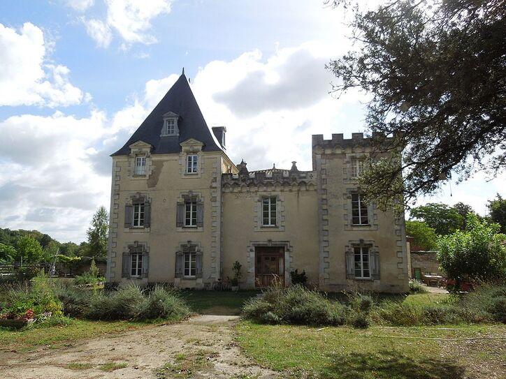 Mosnac, chateau Favières, north.jpg