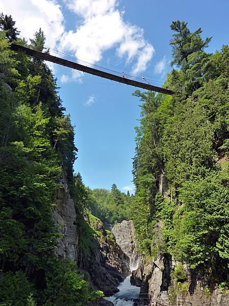 Canyon Ste Anne pont suspendu vu d'en basb