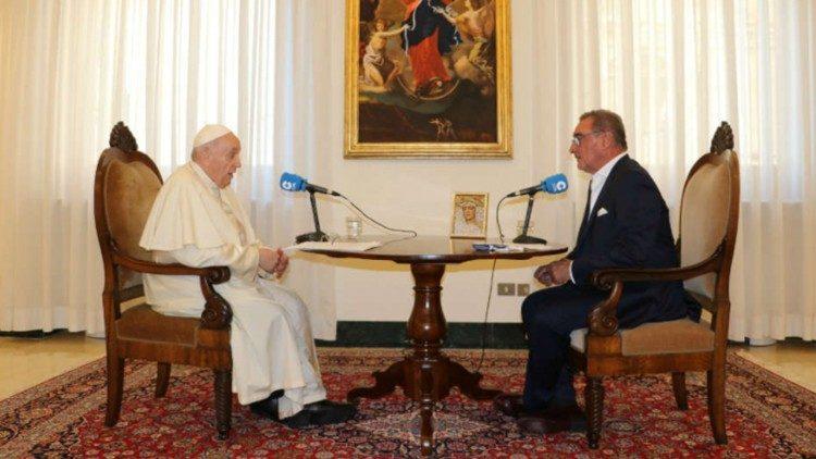 Interrogé par une radio espagnole, le Pape réfute toute idée de démission  - VA
