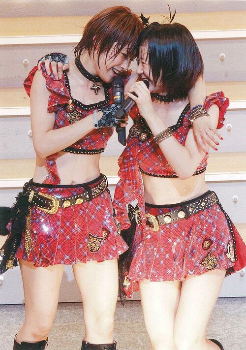 Ai Takahashi 高橋愛 Erina Ikuta 生田衣梨奈 Tournée d'automne 2011 Morning Musume concert tour 2011 Aki Ai BELIEVE ~ Takahashi Ai sotsugyo kinen special ~
