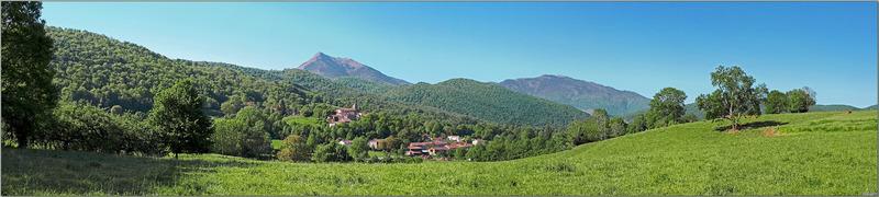Superbe point de vue sur le Cagire, le Gar et le petit village de Girosp - Route de Gouillou - Aspet - 31