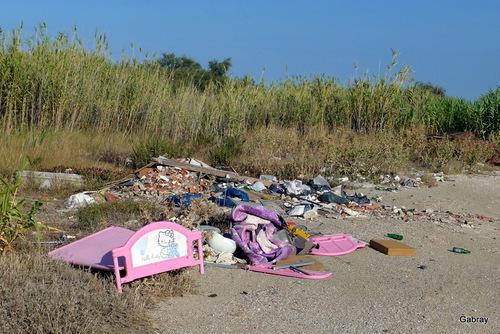 Barcarès: poubelles et détritus ...