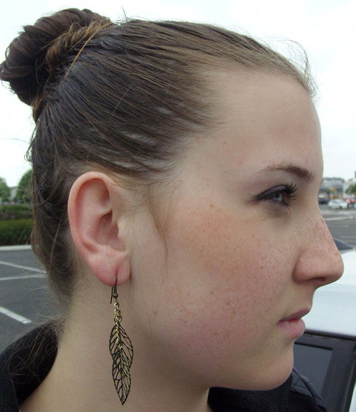 Quelques nouveautés côté bijoux in the city !!! Boucles d'oreilles feuilles de couleur OR