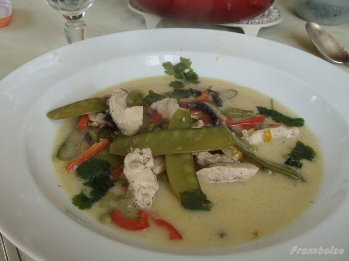 Soupe de blanc de poulet au lait de coco