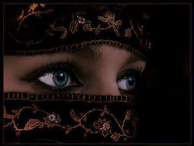 Les parties à cachées ( awhra ) de la femme devant ses mahârims ( tuteurs )
