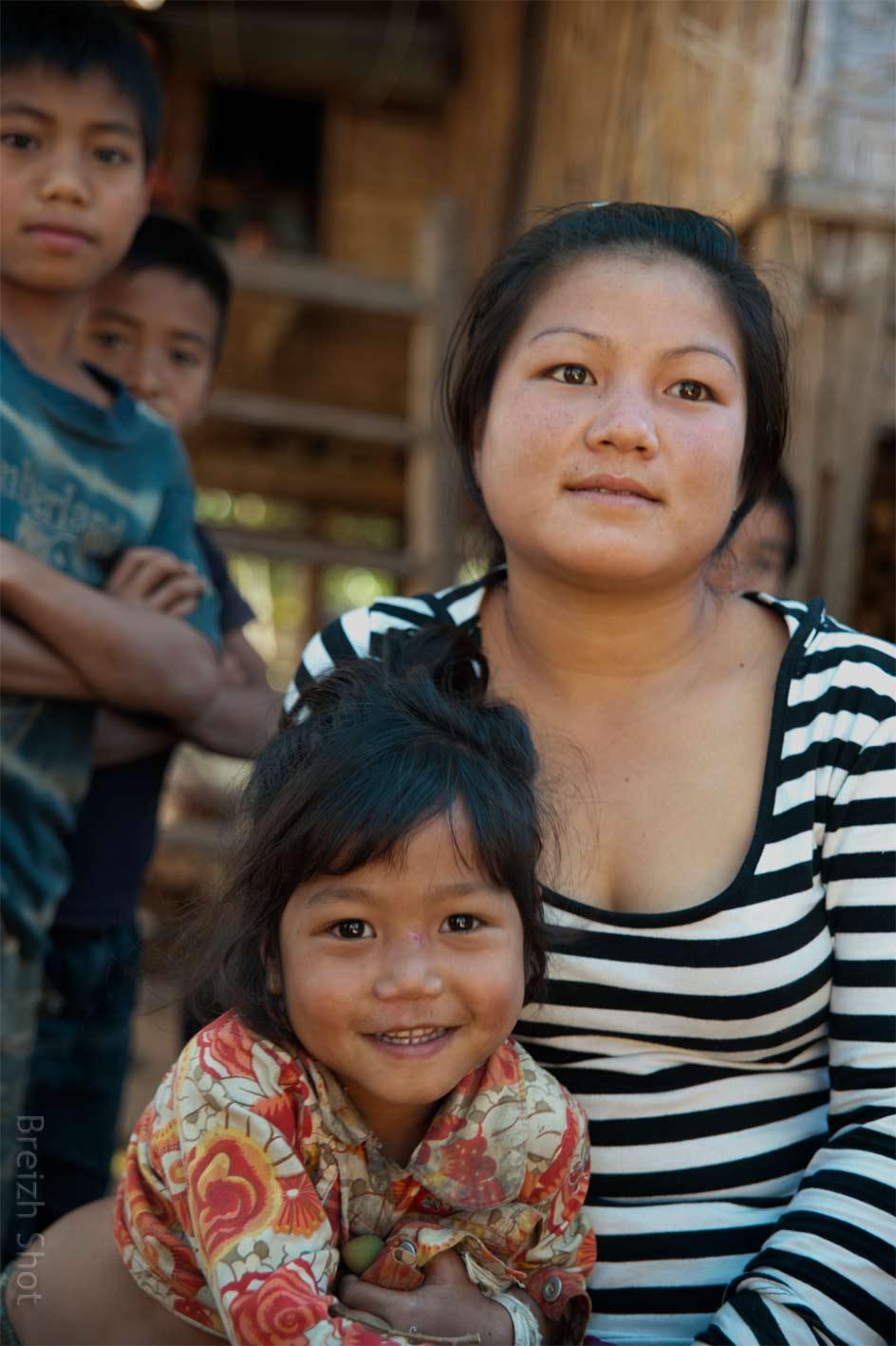 Femme Kamu et sa fille - Fierté maternelle