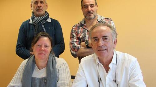 Didier Quémat pour la CGT, Philippe Le Moing pour la CFDT, aux côtés de Patrick Loriquet et d'une représentante du collectif de soutien.