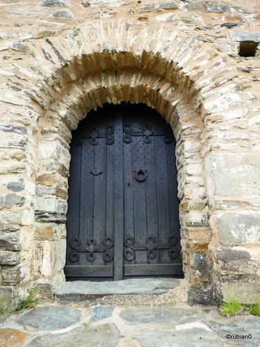 La chapelle romane construite au XIème siècle, dédiée à Saint Christophe