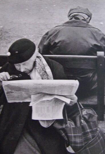 05 - Les vieilles dames lisant …dehors