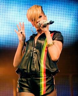 "Rihanna rejoint Jay-Z au ""Radio's 1 Hackney Festival"""