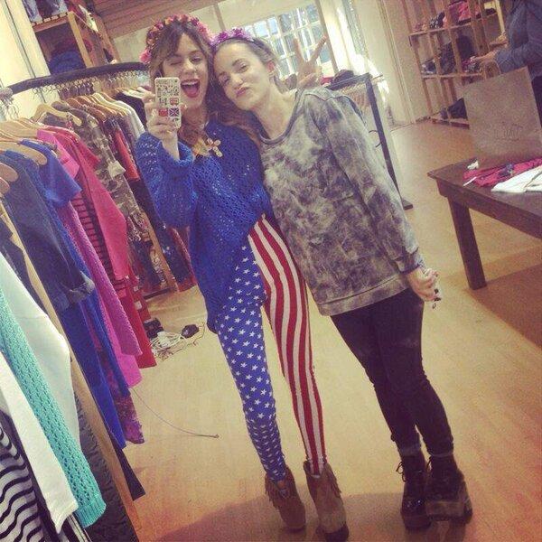 Martina est habiller toute en Ameriquaine