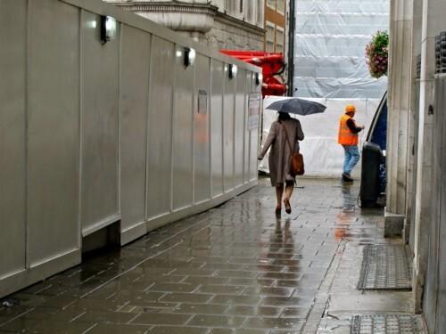 Londres-rue-centre-pluie-palissade-7380.jpg