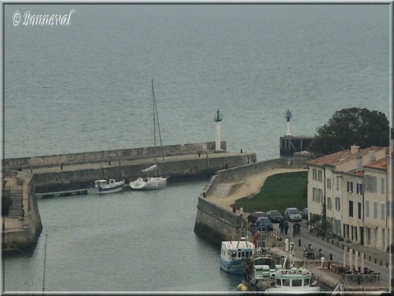 Saint-Martin-de-Ré entrée du port et le Corps de Garde du Havre