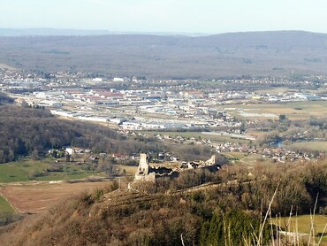 Montfaucon - Château féodal - Belvédère et point de vue sur Besançon