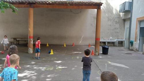Foot à l'école ... ou comment faire du sport en gardant ses distances