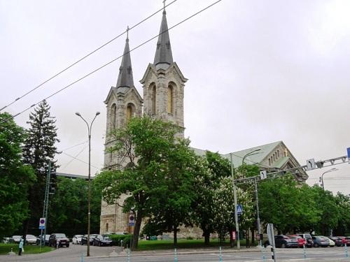 Tallinn : Place de la Liberté, Bibliothèque nationale, la Tour de la Vierze (photos)
