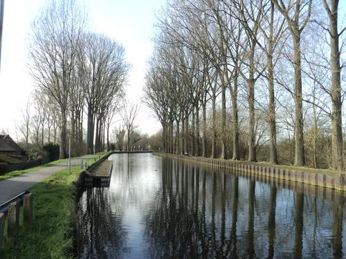 * Le long cdu Canal de l'Espierre
