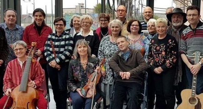 Roselyne Morandi réunit les auteurs de la Spaf du Tarn./ Photo DDM