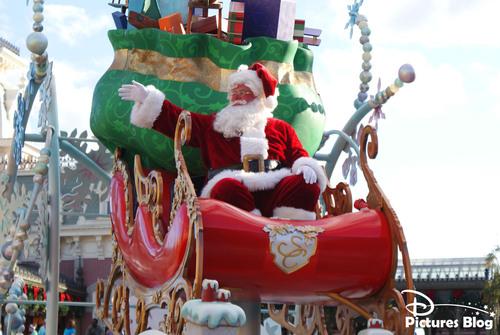 Magic Kingdom (Florida) - Mickey's Once Upon A Christmastime Parade