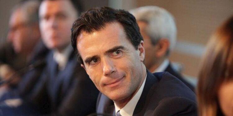 Edouard Philippe mis en difficulté par le contrat maltais d'un de ses conseillers, Sandro Gozi