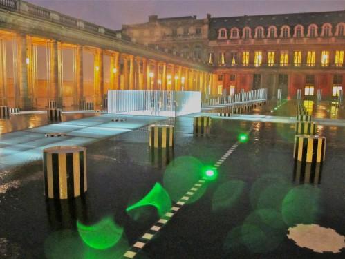 Buren colonnes rénovées nuit Palais Royal 1