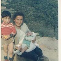 Ma cousine Pauline,p.poli avec Stéphane dans les bras