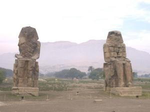les-colosses-de-Memnon.JPG