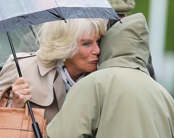 Elizabeth, Camilla et Philip aux courses de Windsor