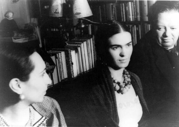 800px-Block Kahlo Rivera 1932